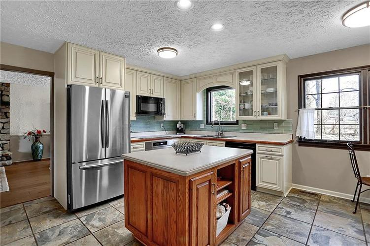 1045 Hoover Circle Indianapolis, IN 46260 | MLS 21696980 | photo 12