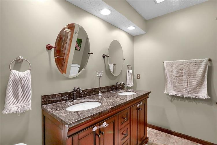 1045 Hoover Circle Indianapolis, IN 46260 | MLS 21696980 | photo 21