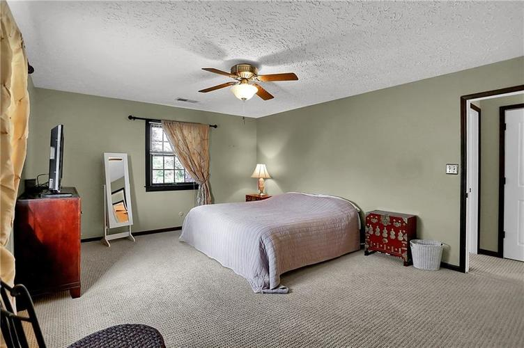 1045 Hoover Circle Indianapolis, IN 46260 | MLS 21696980 | photo 25
