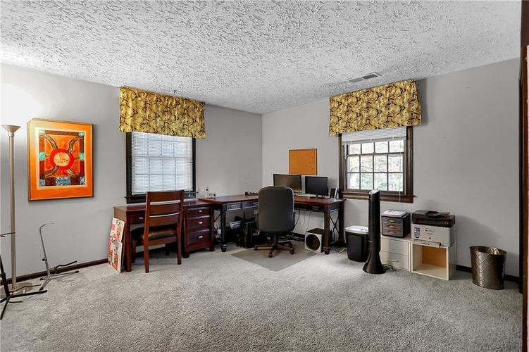 1045 Hoover Circle Indianapolis, IN 46260 | MLS 21696980 | photo 27