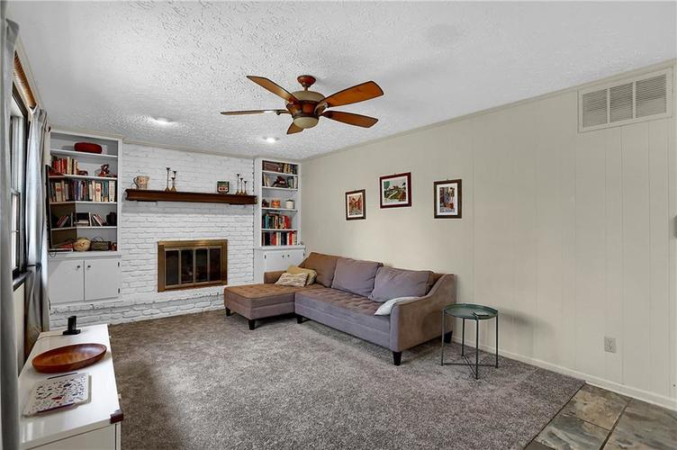 1045 Hoover Circle Indianapolis, IN 46260 | MLS 21696980 | photo 6