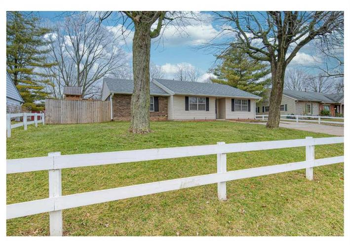 8223 RAILROAD Road Indianapolis IN 46217 | MLS 21697038 | photo 1