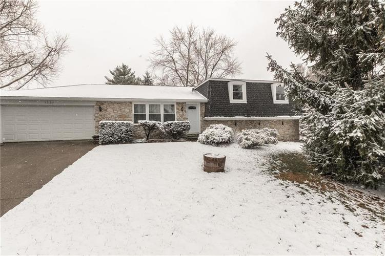 1335 Greenhills Road Greenfield IN 46140 | MLS 21697289 | photo 1
