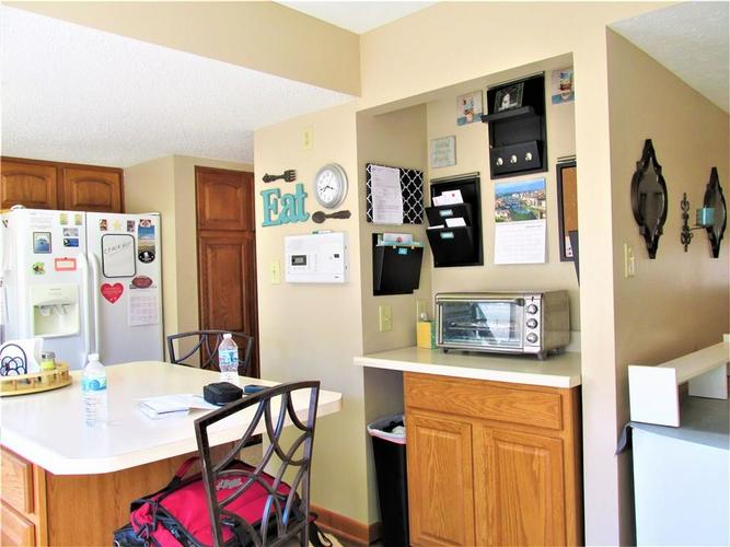 8112 E 20TH Street Indianapolis IN 46219 | MLS 21697645 | photo 10