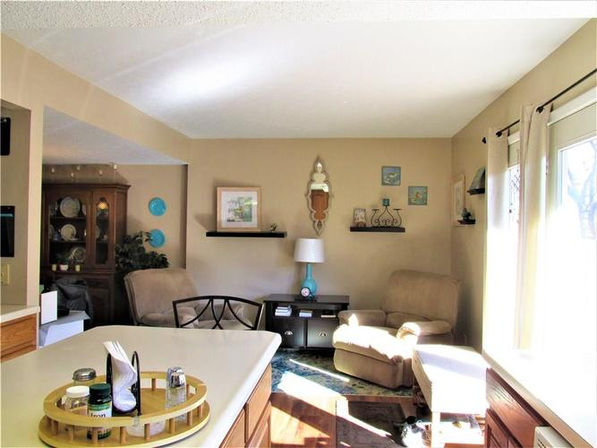 8112 E 20TH Street Indianapolis IN 46219 | MLS 21697645 | photo 14
