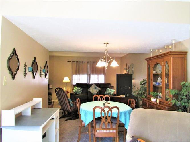 8112 E 20TH Street Indianapolis IN 46219 | MLS 21697645 | photo 15