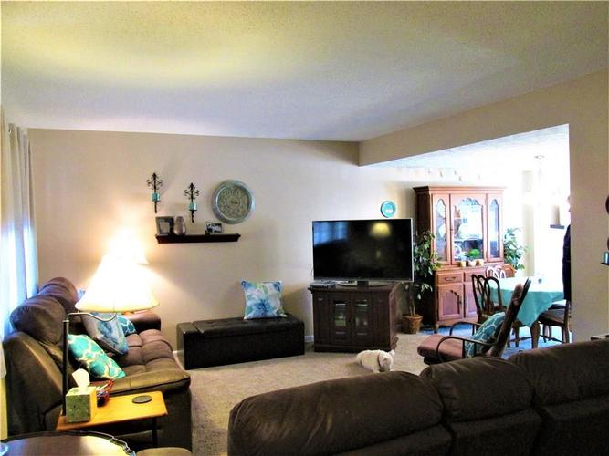 8112 E 20TH Street Indianapolis IN 46219 | MLS 21697645 | photo 19