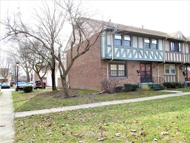 8112 E 20TH Street Indianapolis IN 46219 | MLS 21697645 | photo 2