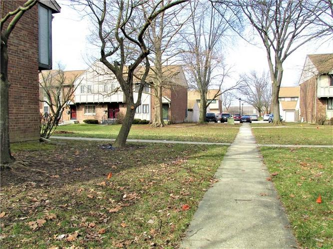 8112 E 20TH Street Indianapolis IN 46219 | MLS 21697645 | photo 3