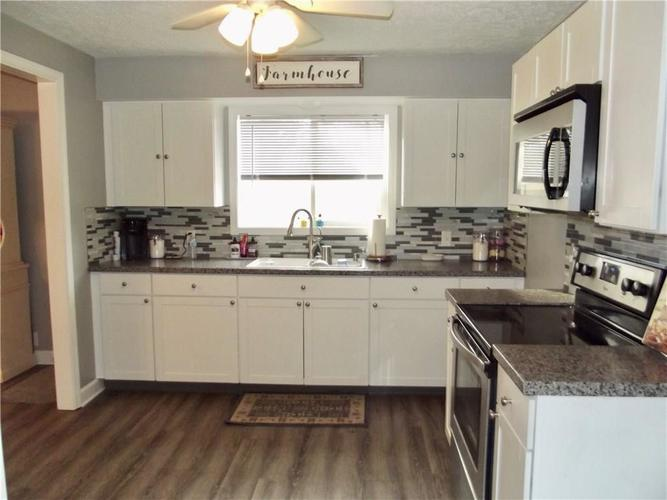7020 Mann Road Indianapolis IN 46221 | MLS 21697774 | photo 10