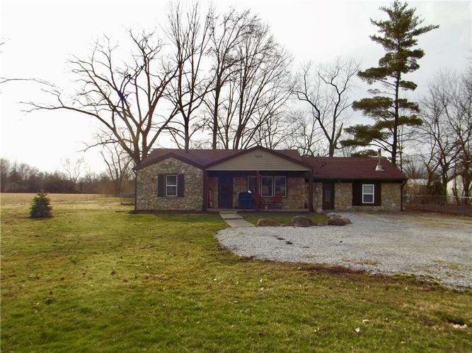7020 Mann Road Indianapolis IN 46221 | MLS 21697774 | photo 2
