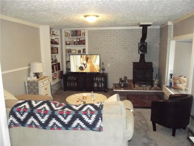 7020 Mann Road Indianapolis IN 46221 | MLS 21697774 | photo 6
