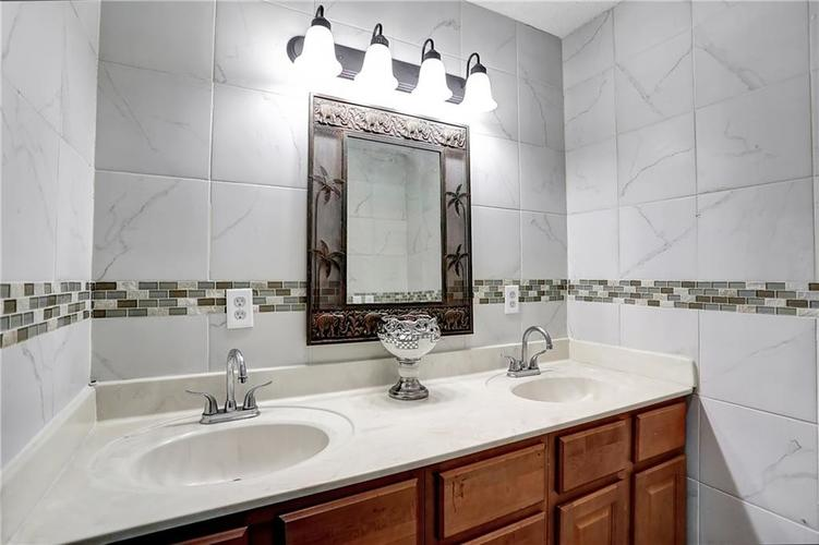 9656 E 38TH Street Indianapolis IN 46235 | MLS 21698000 | photo 15