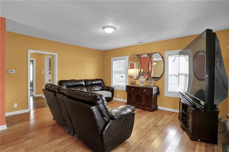 9656 E 38TH Street Indianapolis IN 46235 | MLS 21698000 | photo 4