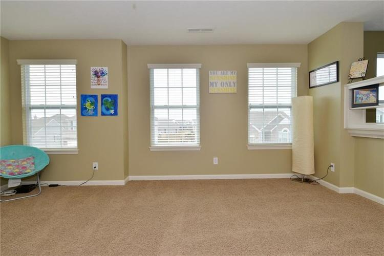 8712 New Heritage Drive Indianapolis IN 46239 | MLS 21698293 | photo 22