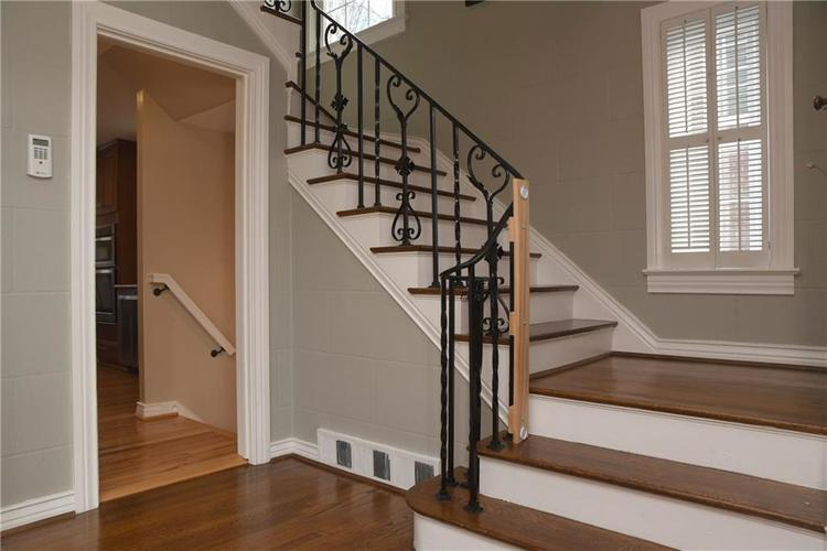 5551 N CENTRAL Avenue Indianapolis IN 46220 | MLS 21698483 | photo 22