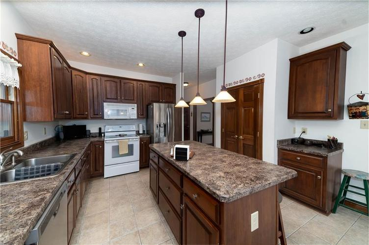 7946 Shady Woods Drive Indianapolis IN 46259   MLS 21698494   photo 15