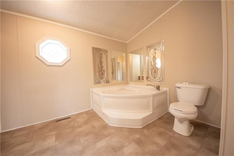 3336 Spring Valley Drive Columbus, IN 47203 | MLS 21698816 | photo 12