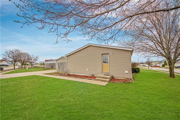 3336 Spring Valley Drive Columbus, IN 47203 | MLS 21698816 | photo 20
