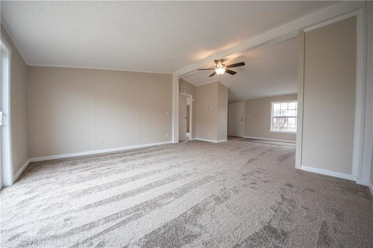 3336 Spring Valley Drive Columbus, IN 47203 | MLS 21698816 | photo 7