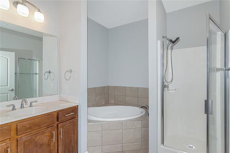 7165 Governors Row Avon, IN 46123 | MLS 21698848 | photo 20