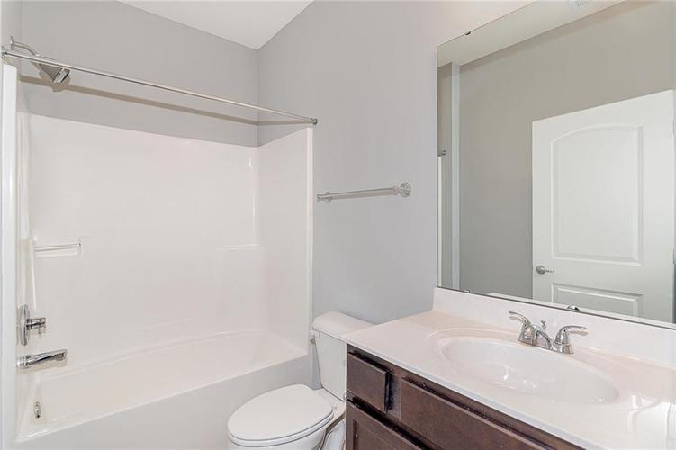 7153 Governors Row Avon, IN 46123 | MLS 21698851 | photo 27