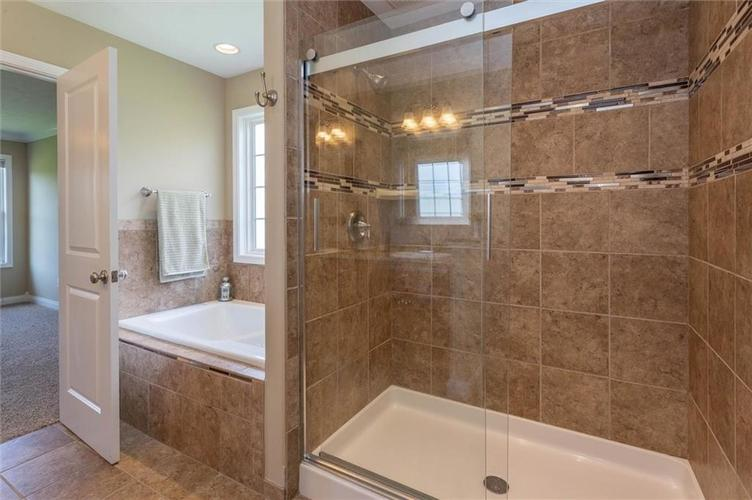 2716 Daffodil Court Columbus IN 47201 | MLS 21698927 | photo 13