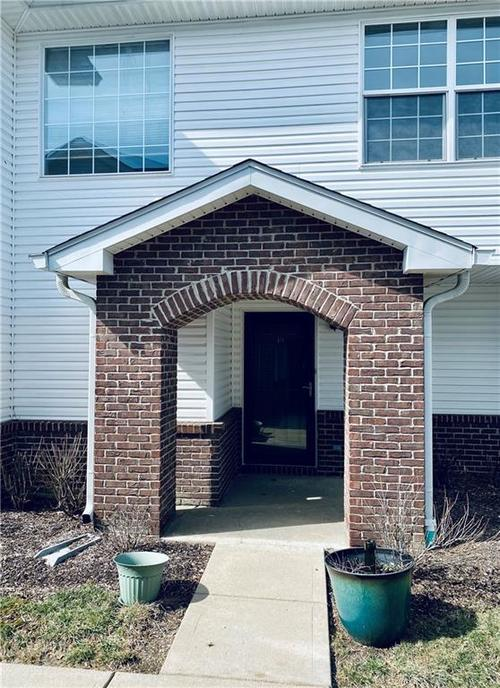 4962 Potomac Square 10 Place Indianapolis IN 46268 | MLS 21698982 | photo 1