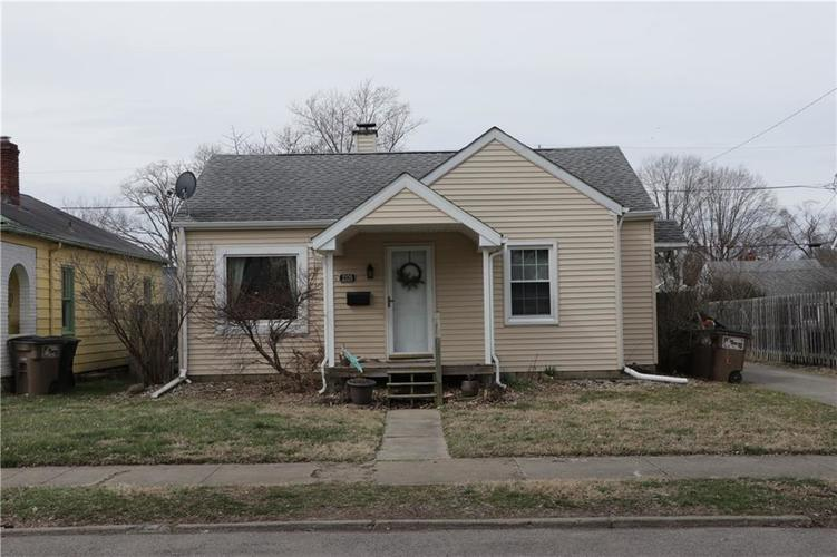 2320 Maple Street Columbus IN 47201 | MLS 21699149 | photo 1