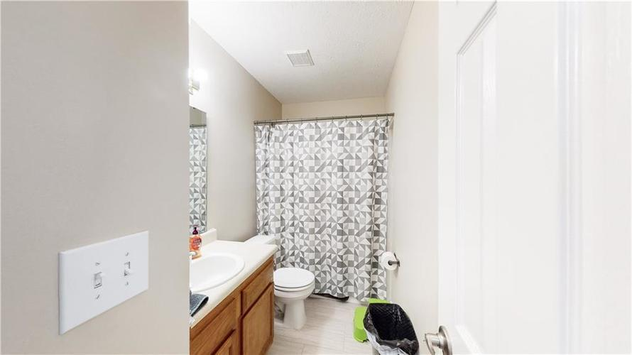 4846 OAKLEIGH Parkway Greenwood, IN 46143 | MLS 21699232 | photo 4