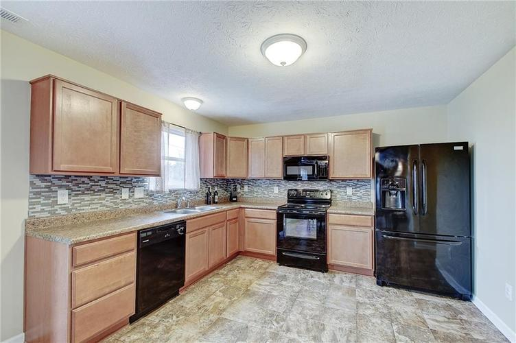 2661 Shadowbrook Trace Greenwood, IN 46143 | MLS 21699254 | photo 10
