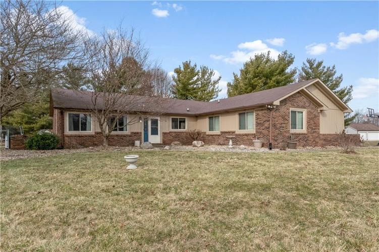 5065 Hill Valley Drive Pittsboro IN 46167   MLS 21699510   photo 2