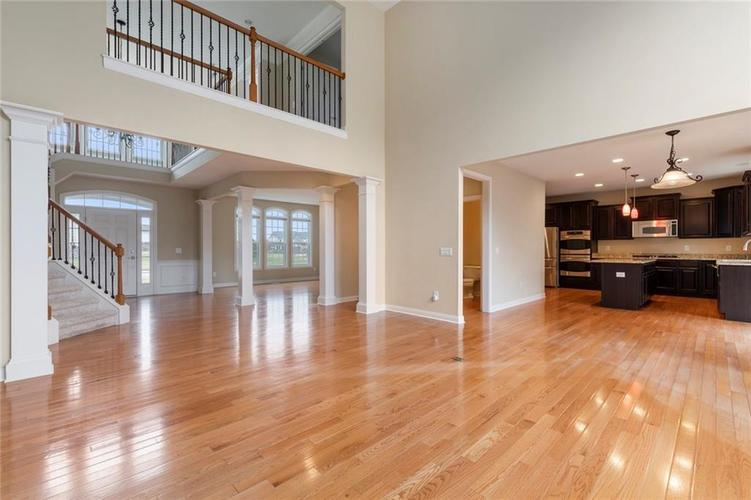 13652 Marylou Drive Carmel, IN 46074 | MLS 21699805 | photo 7