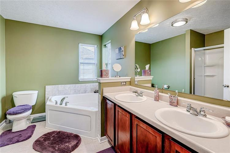 4720 Ladywood Cliffs Court Indianapolis, IN 46226 | MLS 21699809 | photo 19