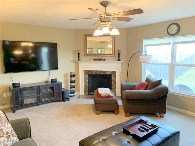 15138 Royal Grove Drive Noblesville IN 46060 | MLS 21699847 | photo 4