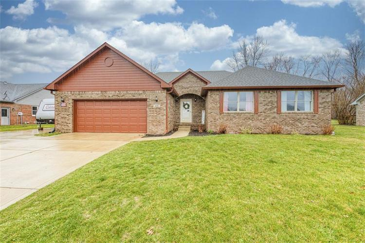 224 WOODLAND Place Pittsboro, IN 46167 | MLS 21700003 | photo 1