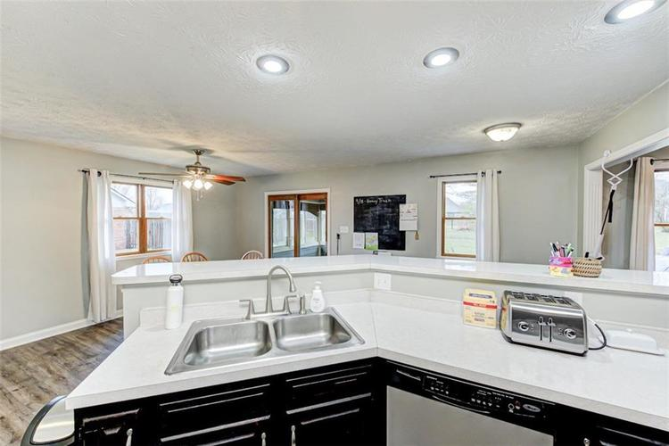 224 WOODLAND Place Pittsboro, IN 46167 | MLS 21700003 | photo 12