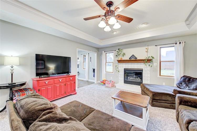 224 WOODLAND Place Pittsboro, IN 46167 | MLS 21700003 | photo 3