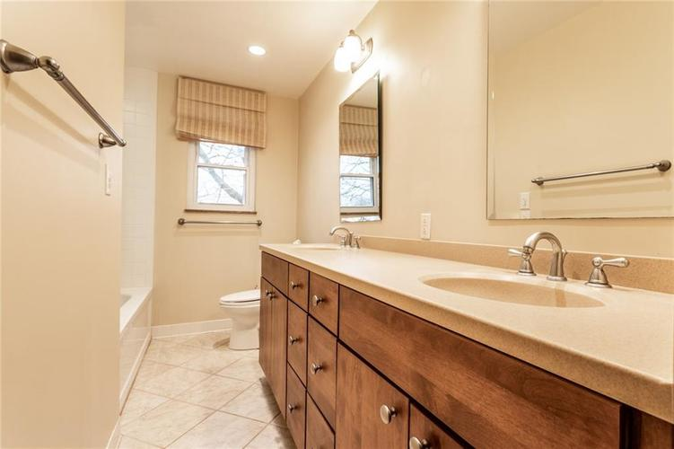 6932 Spring Mill Road Indianapolis, IN 46260 | MLS 21700237 | photo 28
