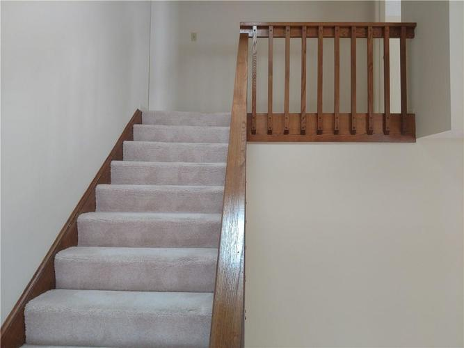 9261 Golden Leaf Way Indianapolis, IN 46260 | MLS 21700443 | photo 10