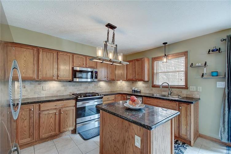 8015 Meadow Bend Drive Indianapolis, IN 46259   MLS 21700472   photo 17
