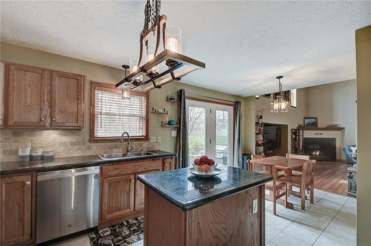 8015 Meadow Bend Drive Indianapolis, IN 46259   MLS 21700472   photo 18