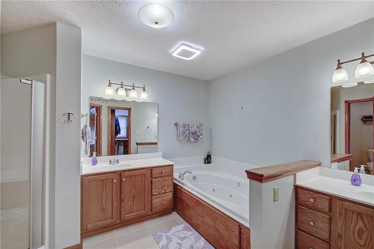 8015 Meadow Bend Drive Indianapolis, IN 46259   MLS 21700472   photo 23
