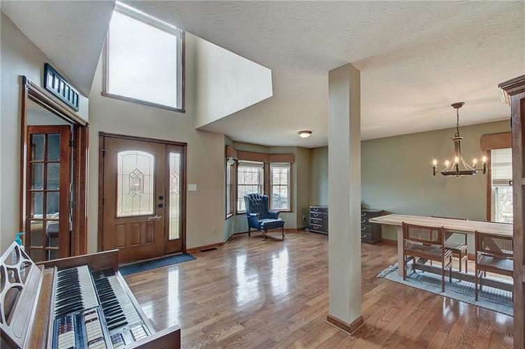 8015 Meadow Bend Drive Indianapolis, IN 46259   MLS 21700472   photo 5