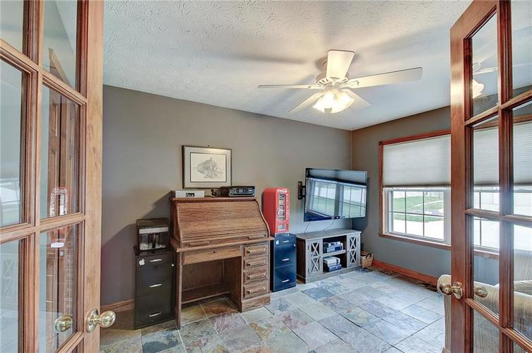 8015 Meadow Bend Drive Indianapolis, IN 46259   MLS 21700472   photo 9