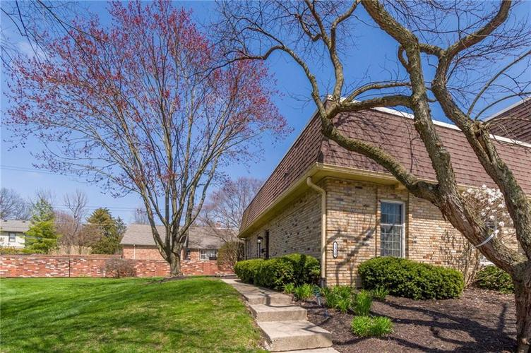 1310 Kings Cove Court Indianapolis IN 46260 | MLS 21700479 | photo 1