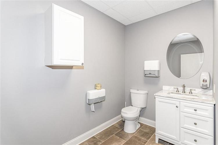 6420 Guion Road Indianapolis IN 46268 | MLS 21700567 | photo 20