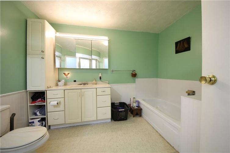 5131 W Edwards Avenue Indianapolis IN 46221 | MLS 21700575 | photo 4