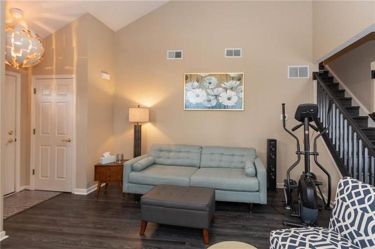 5848 BEACON COVE Place Indianapolis, IN 46237 | MLS 21700780 | photo 3