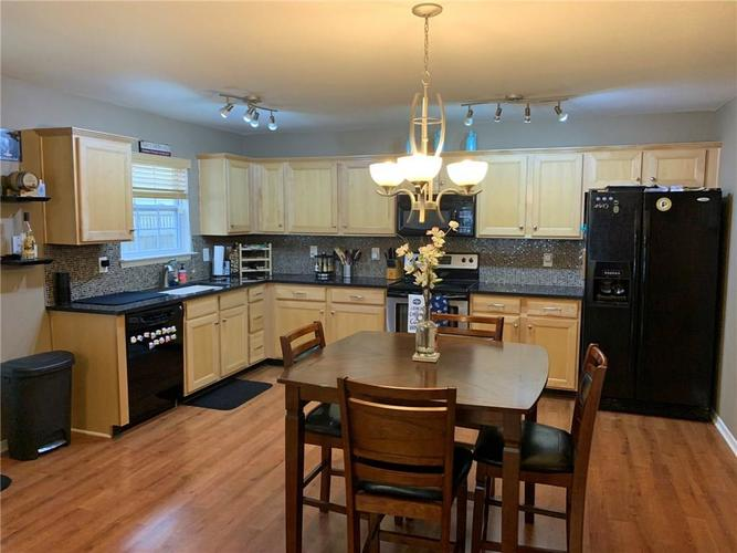 15430 Gallow Lane Noblesville, IN 46060   MLS 21701302   photo 2